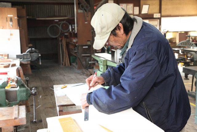 三石工場の型枠作業棟写真