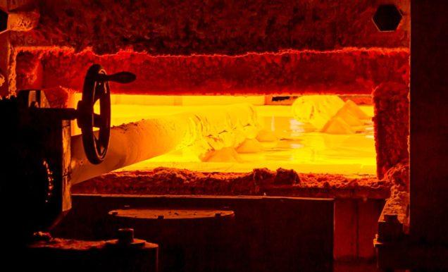 ガラス産業で使われる耐火物の様子